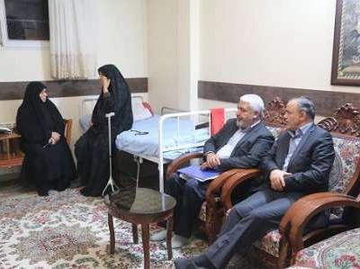استاندار کرمان با خانواده شهیدان جهانی مقدم و شیروانی دیدار کرد